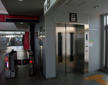 改札横エレベーター